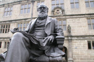 Statue of Charles Darwin outside Shrewsbury Library in the United Kingdom. (Getty Images)